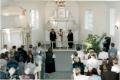 Atjaunotās baznīcas interjera iesvētīšanas dienā 2000. gada 10. jūnijā. Piedalās arhibīskaps J. Vanags un prāvests O. Laugalis