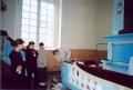 Lutriņu baznīcas sakopšanas talkas laikā 2004. gada 1. maijā