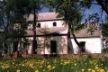 Rūjienas Sv. Bērtuļa baznīca pavasara ziedonī
