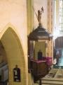 Baznīcas kancele, kuras kupolu noslēdz Jāņa figūra